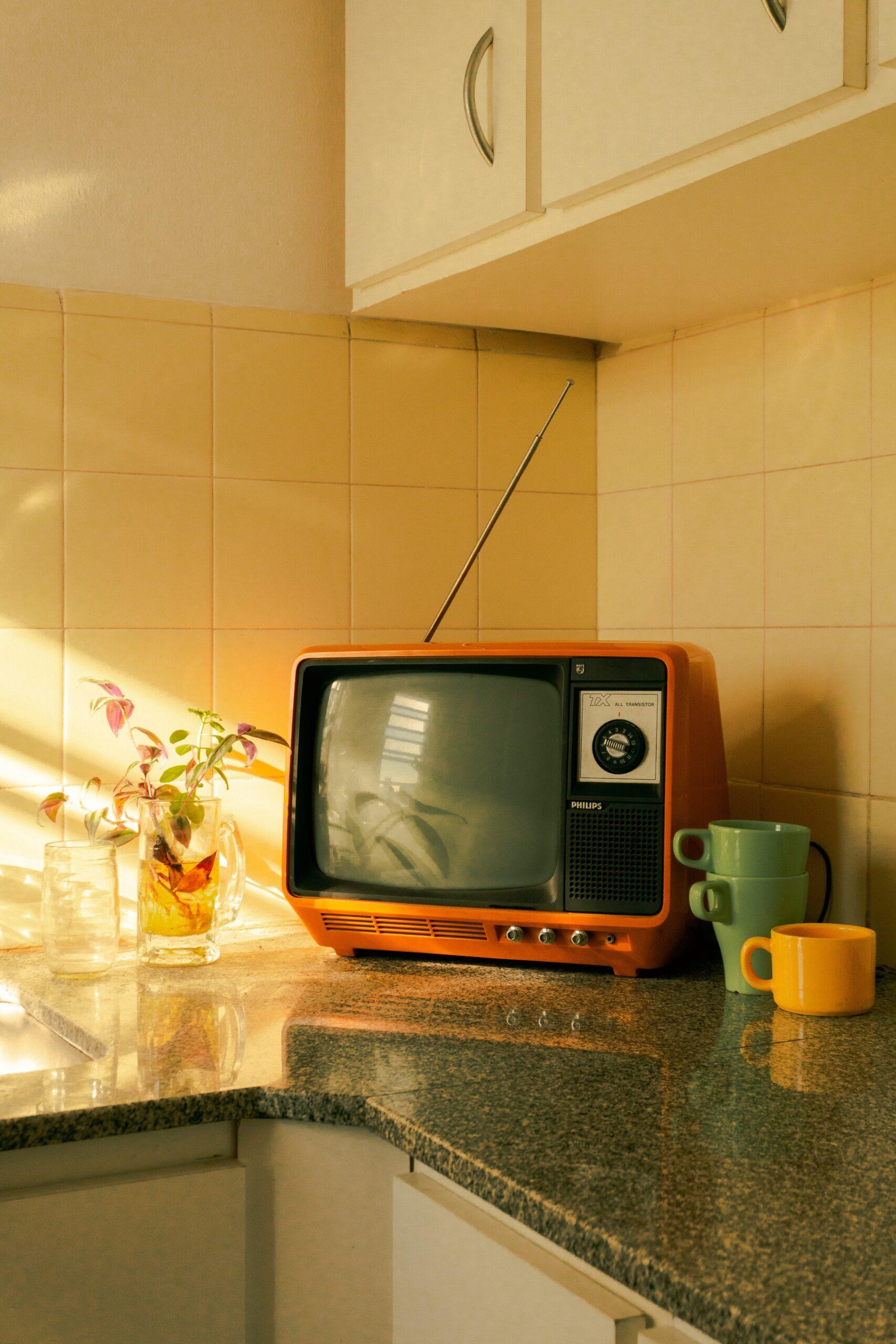 Orange Kitchen TV photo from Francisco Andreotti